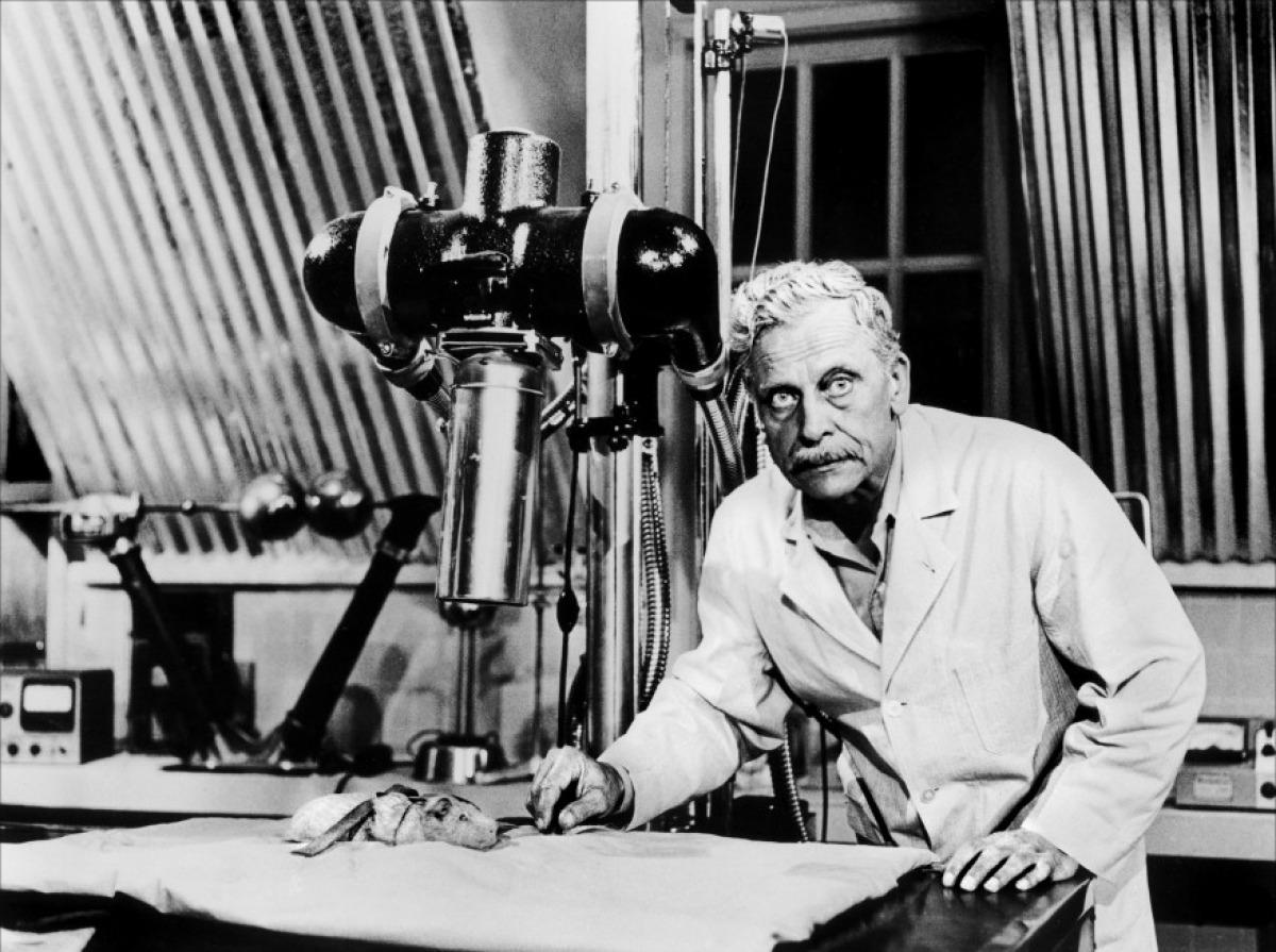 Ivan Triesault as Dr Ulof, The Amazing Transparent Man (1960)