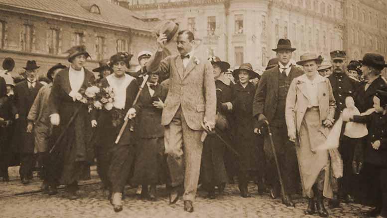 Mannerheim lähdossä ulkomaanmatkalle 1919