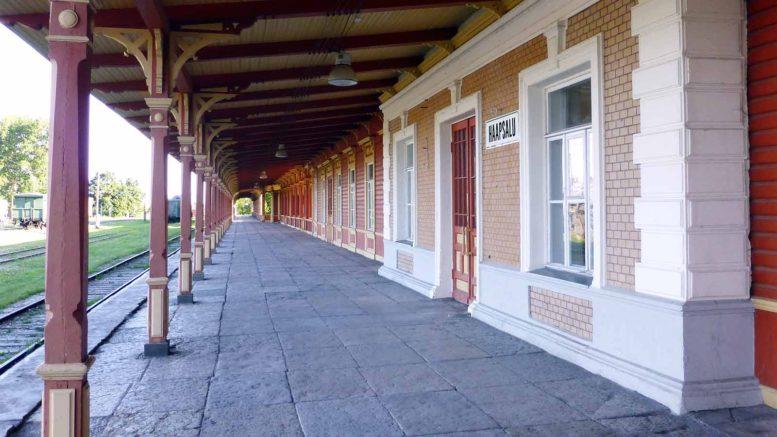 Haapsalun rautatieaseman 216 m pitkä laiturikatos