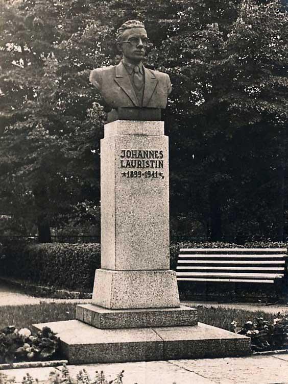 Johannes Lauristinin muistomerkki Toompealla