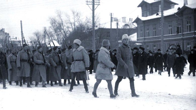 Ensimmäisten suomalaisten vapaaehtoisten saapuminen Tallinnan Pietarintorille 30.12.1918