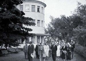 Kotka linna delegatsioon linnapea Kustaa-Rudolf Lindgreni juhtimisel külaskäigul Eesti NSV-s. Külalised tutvumas Pärnu sanatooriumiga.