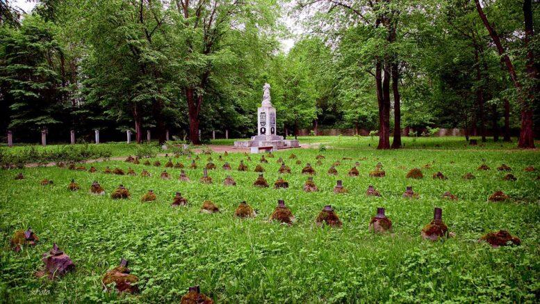 Narvan sotilashautausmaa eli nykyinen varuskunnan hautausmaa (Narva Garnisoni kalmistu). – Ain Krillo 24.5.2010